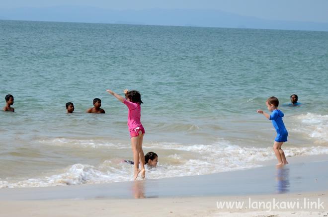 穏やかな海なので小さい子も楽しい!